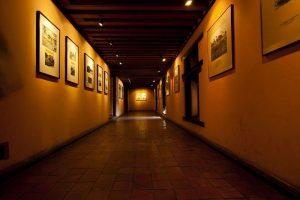 quadri appesi alle pareti